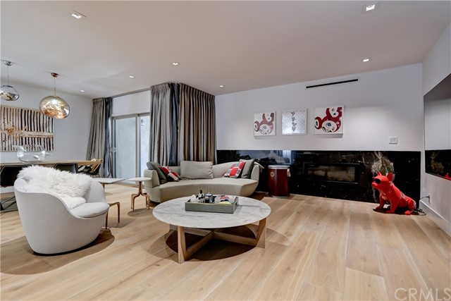Active | 439 N Doheny Drive #204 Beverly Hills, CA 90210 0