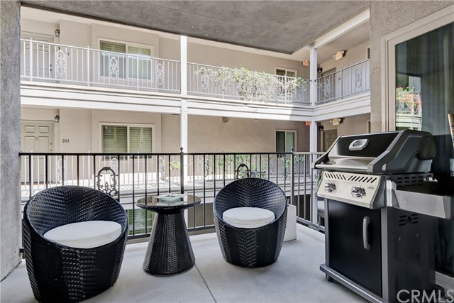 Active | 439 N Doheny Drive #204 Beverly Hills, CA 90210 6
