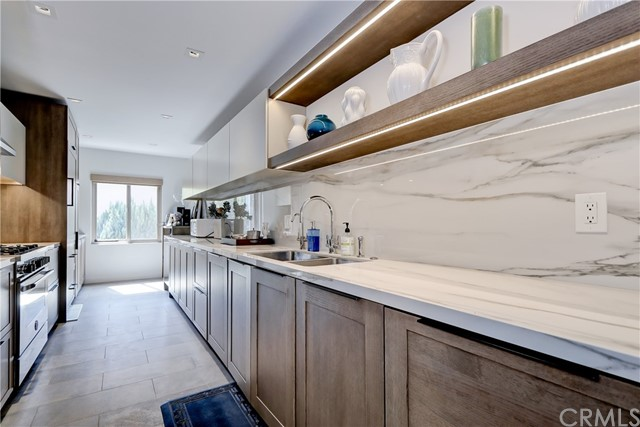 Active | 439 N Doheny Drive #204 Beverly Hills, CA 90210 7