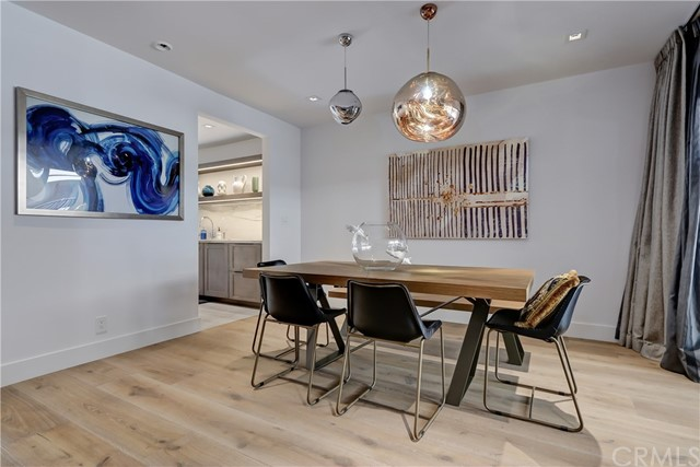 Active | 439 N Doheny Drive #204 Beverly Hills, CA 90210 12