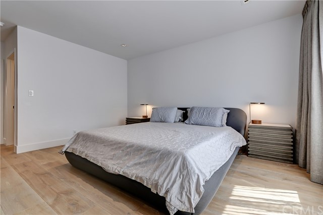 Active | 439 N Doheny Drive #204 Beverly Hills, CA 90210 16
