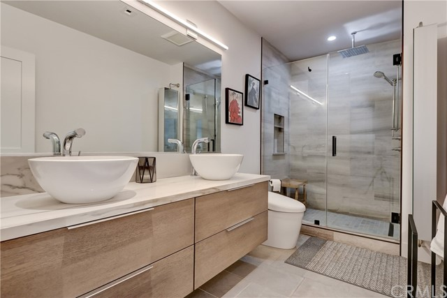 Active | 439 N Doheny Drive #204 Beverly Hills, CA 90210 17