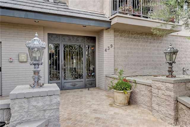 Active | 439 N Doheny Drive #204 Beverly Hills, CA 90210 27