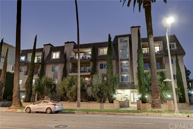 Active | 439 N Doheny Drive #204 Beverly Hills, CA 90210 32
