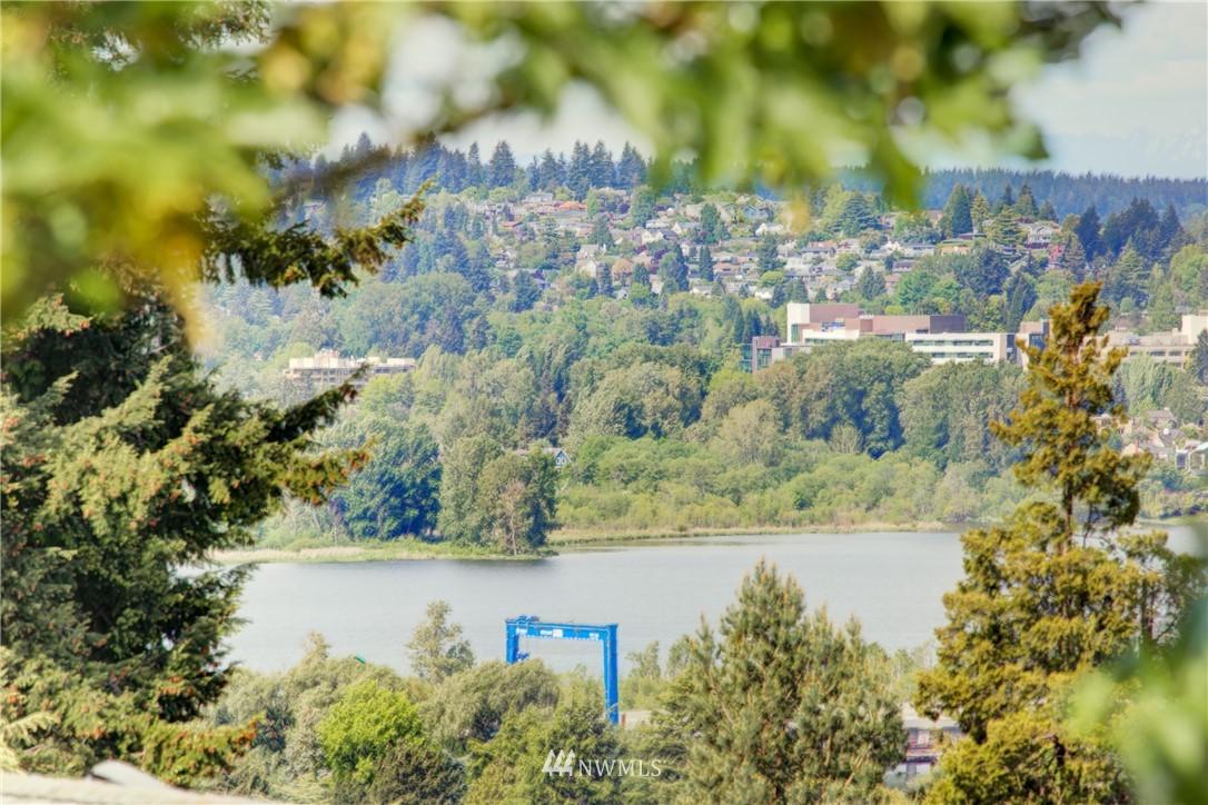 Pending | 2059 E Crescent Drive Seattle, WA 98112 21