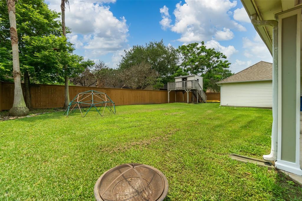 Off Market   1620 Falcon Ridge Boulevard Friendswood, Texas 77546 36