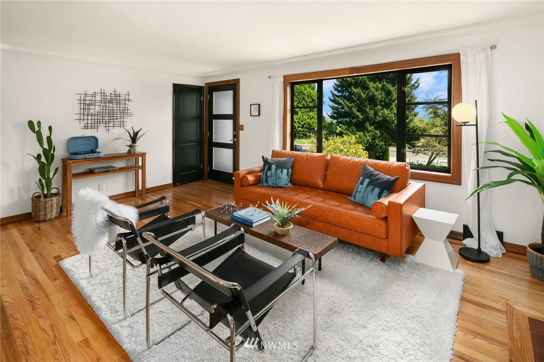 Sold Property | 11033 10th Avenue SW Seattle, WA 98146 5