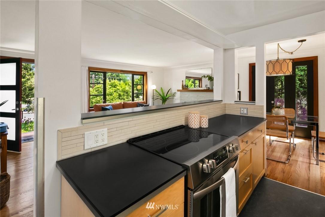 Sold Property | 11033 10th Avenue SW Seattle, WA 98146 11