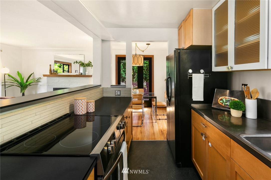 Sold Property | 11033 10th Avenue SW Seattle, WA 98146 12