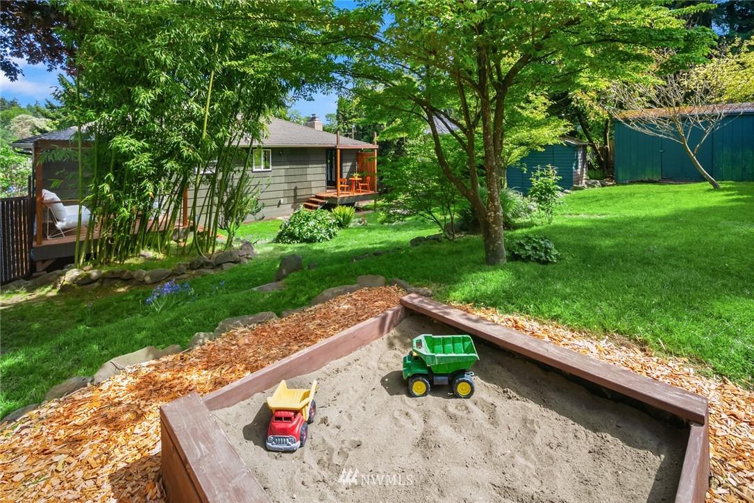 Sold Property | 11033 10th Avenue SW Seattle, WA 98146 31