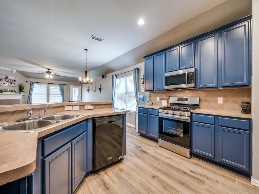 Sold Property | 829 Creekside Drive Little Elm, Texas 75068 5