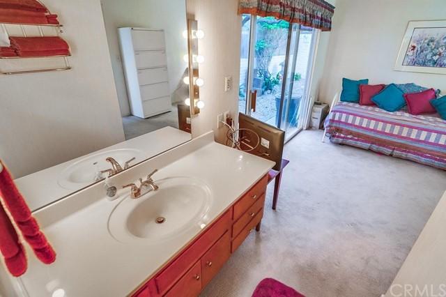 Active | 16 Deerhill Drive Rolling Hills Estates, CA 90274 44