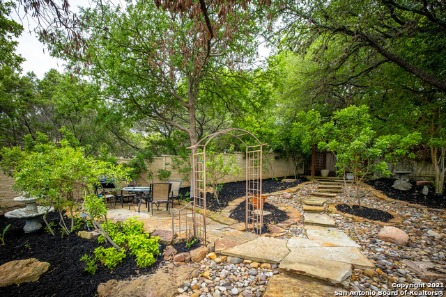 Active | 94 MISSION DR New Braunfels, TX 78130 33