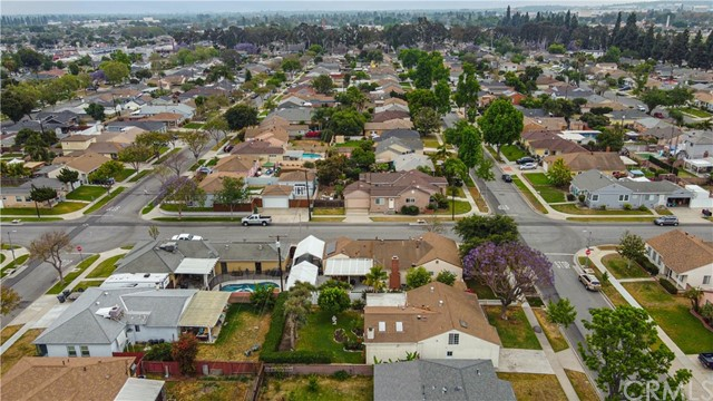 Pending | 5108 Lorelei Avenue Lakewood, CA 90712 6