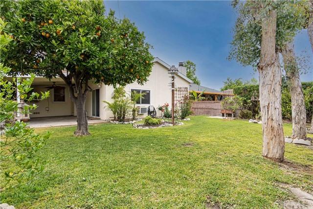 Pending | 5108 Lorelei Avenue Lakewood, CA 90712 9