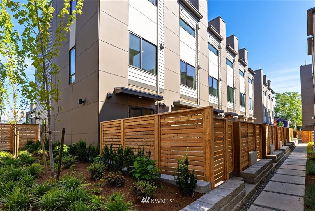 Sold Property | 6309 9th Avenue NE #F Seattle, WA 98115 2