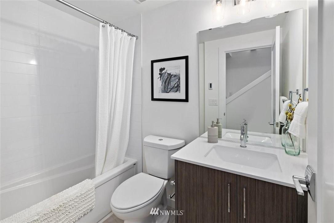 Sold Property | 6309 9th Avenue NE #F Seattle, WA 98115 5