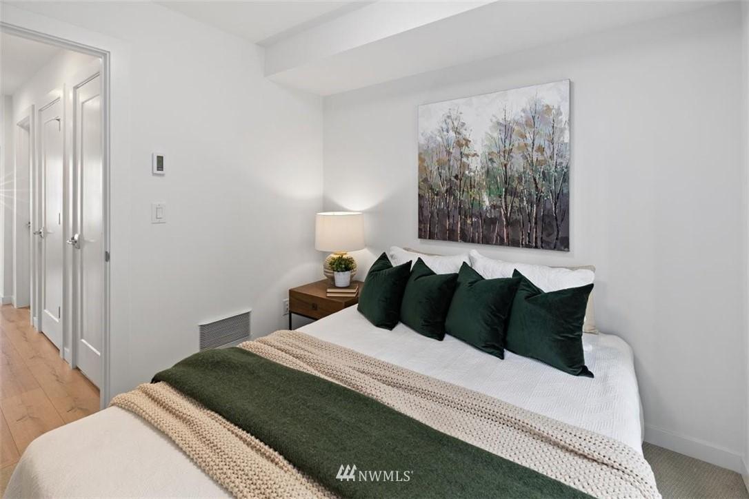 Sold Property | 6309 9th Avenue NE #F Seattle, WA 98115 8