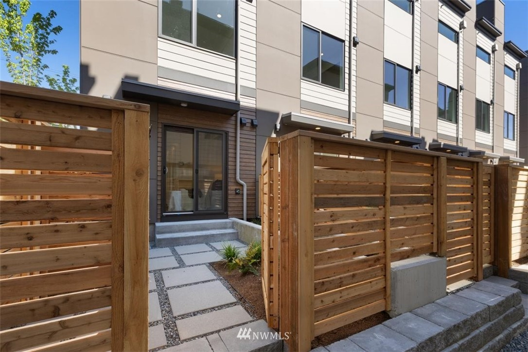 Sold Property | 6309 9th Avenue NE #F Seattle, WA 98115 11