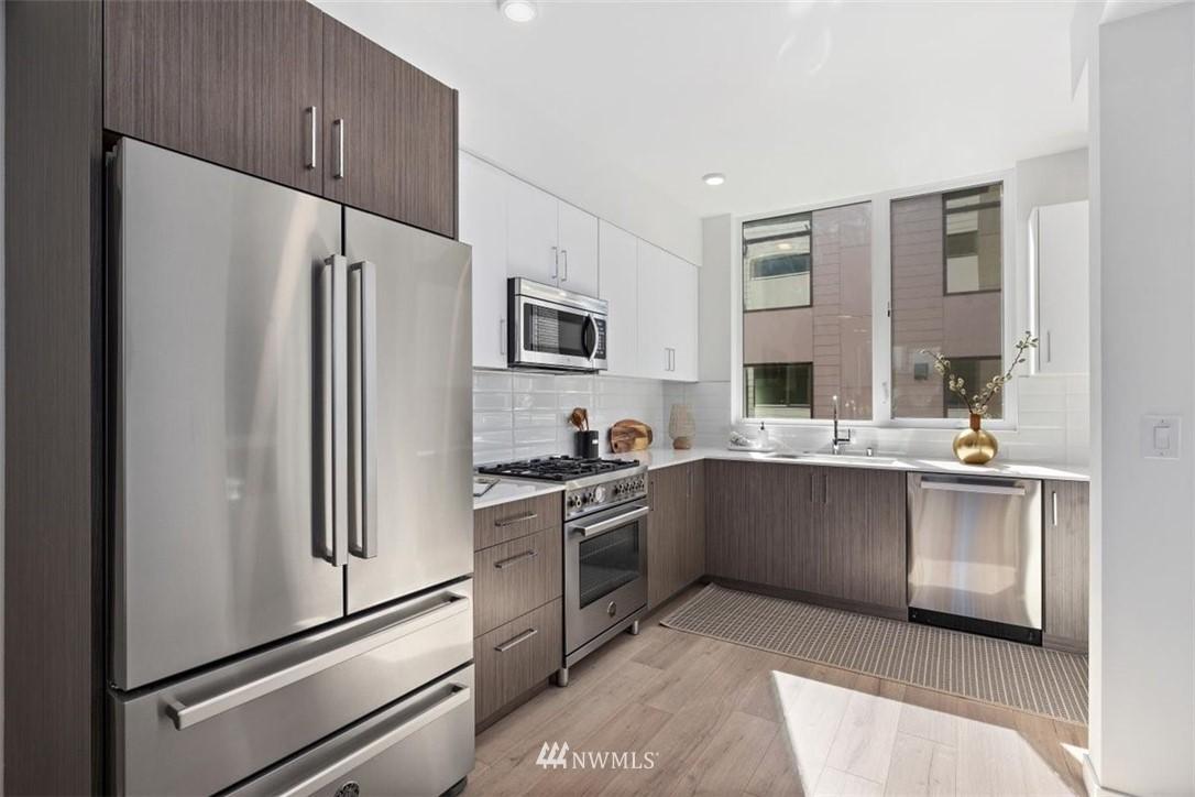 Sold Property | 6309 9th Avenue NE #F Seattle, WA 98115 13