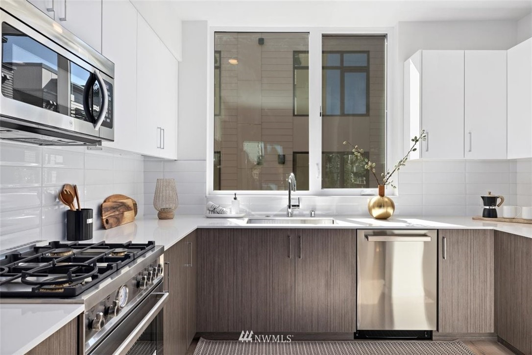 Sold Property | 6309 9th Avenue NE #F Seattle, WA 98115 14