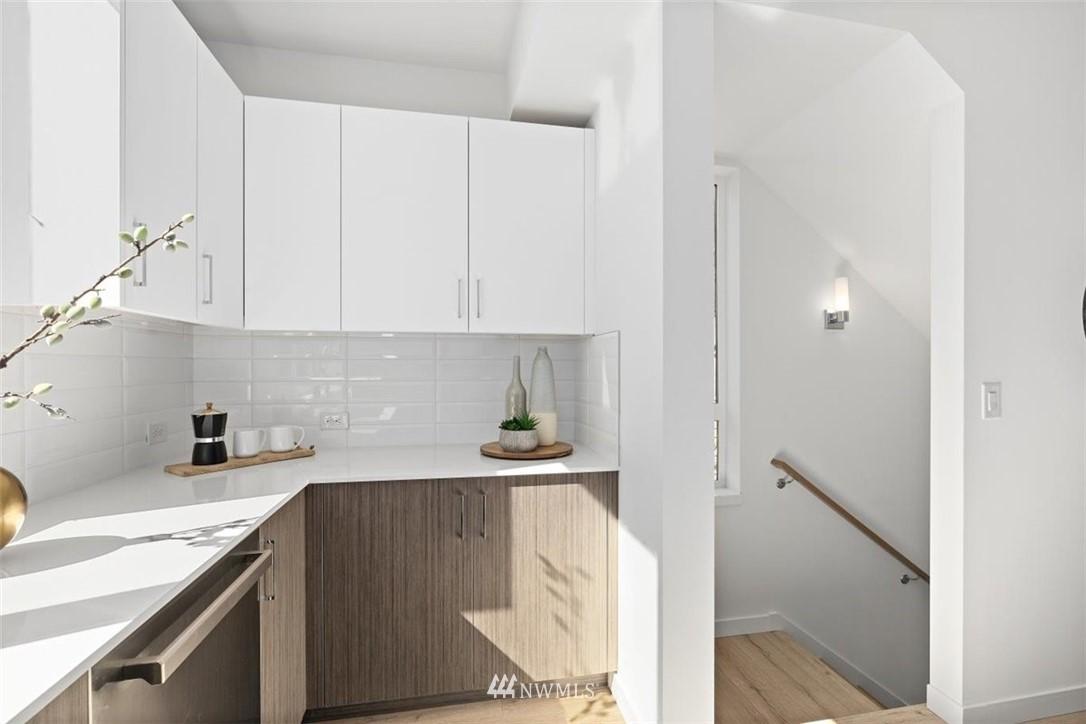Sold Property | 6309 9th Avenue NE #F Seattle, WA 98115 15