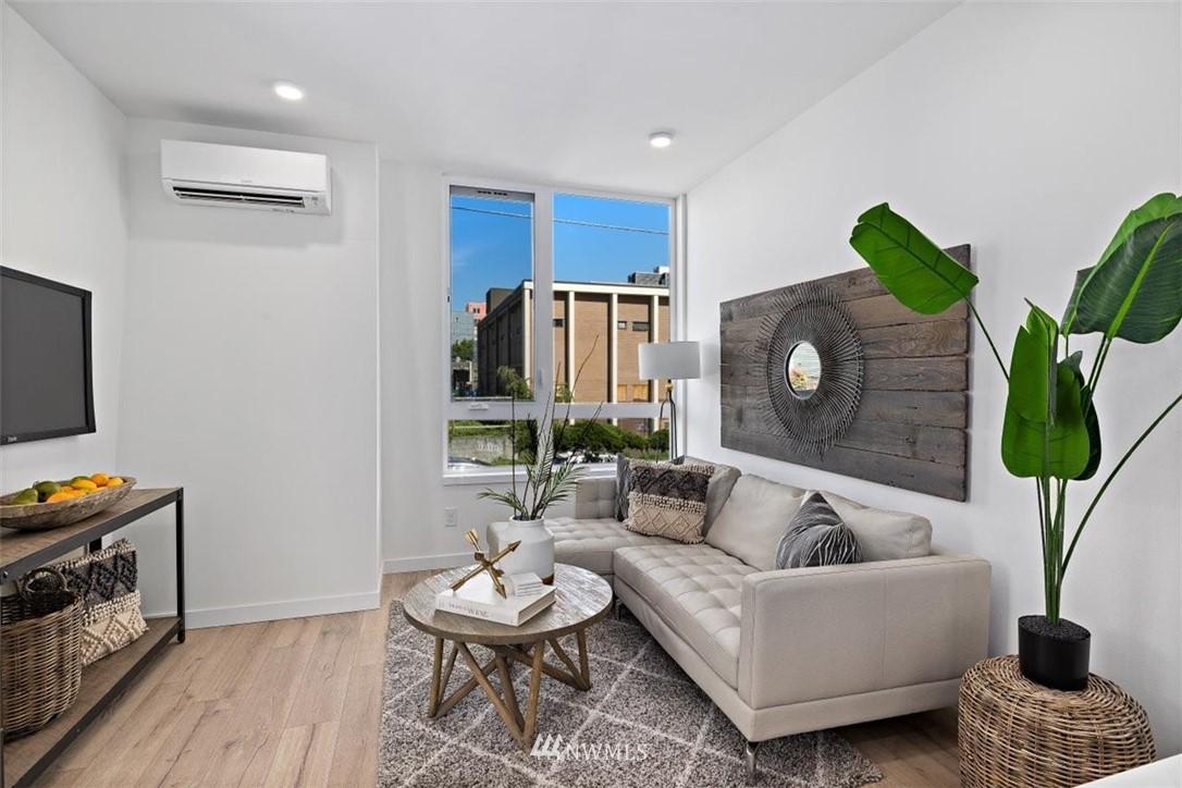 Sold Property | 6309 9th Avenue NE #F Seattle, WA 98115 17
