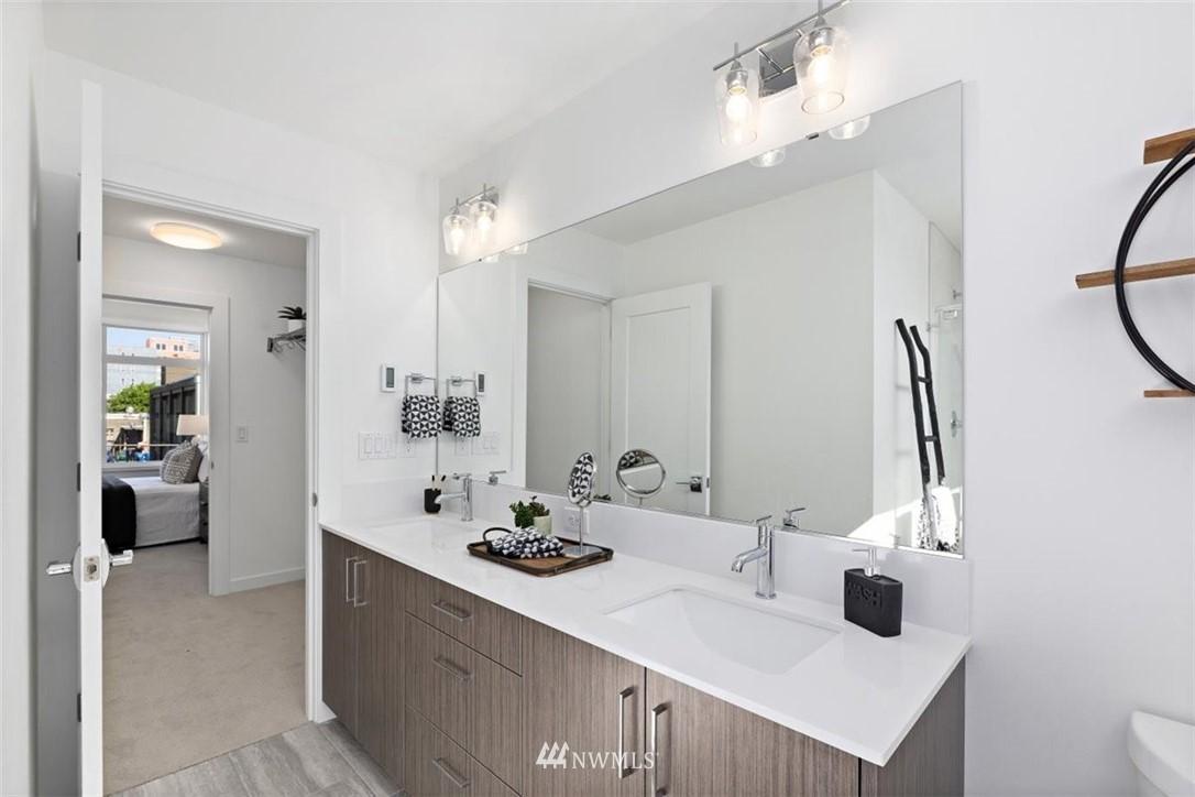 Sold Property | 6309 9th Avenue NE #F Seattle, WA 98115 31