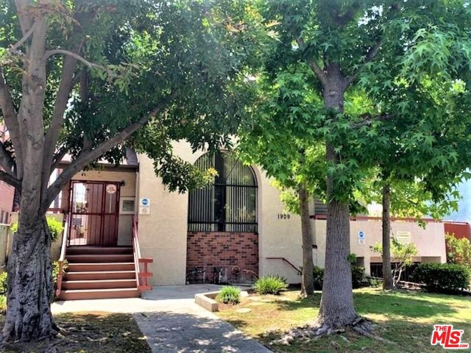 Closed | 1909 Vassar Street #103 Glendale, CA 91204 1