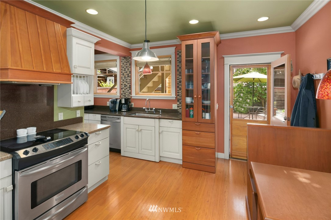 Sold Property   1918 10th Avenue W Seattle, WA 98119 5