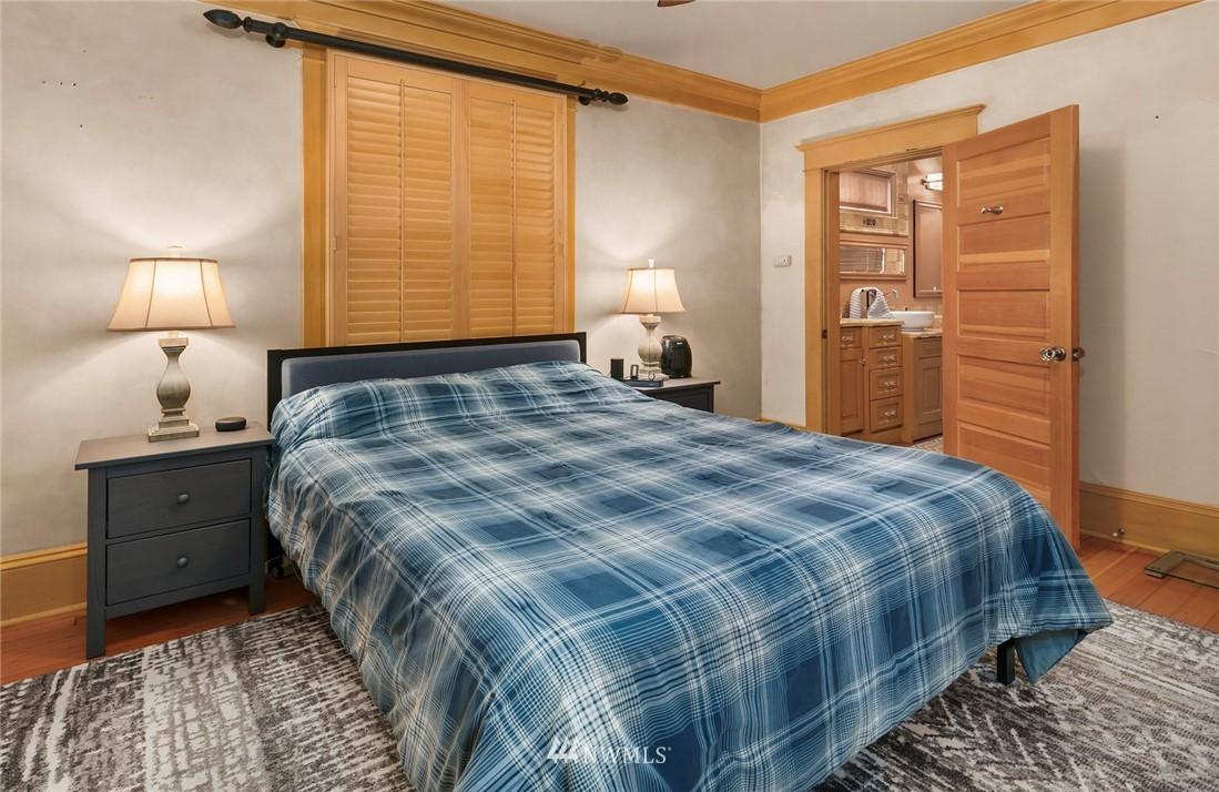 Sold Property   1918 10th Avenue W Seattle, WA 98119 11