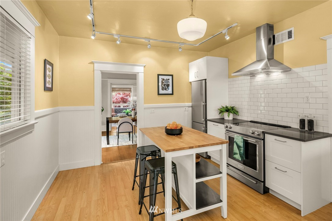 Sold Property   1918 10th Avenue W Seattle, WA 98119 18