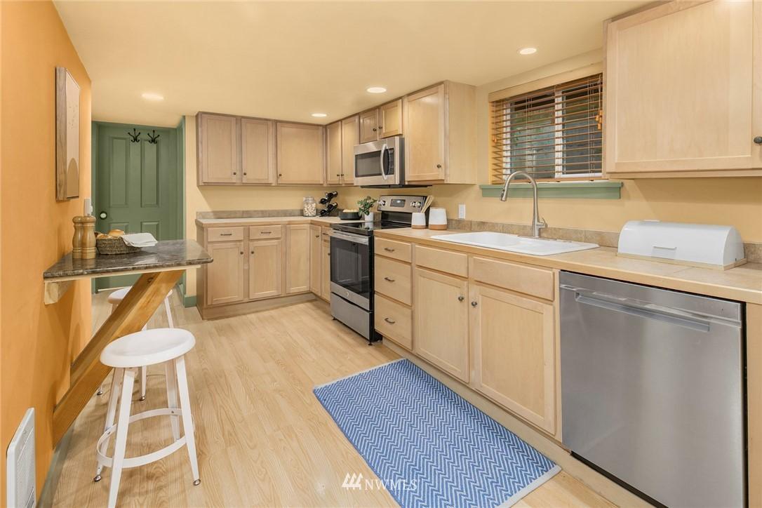 Sold Property   1918 10th Avenue W Seattle, WA 98119 26