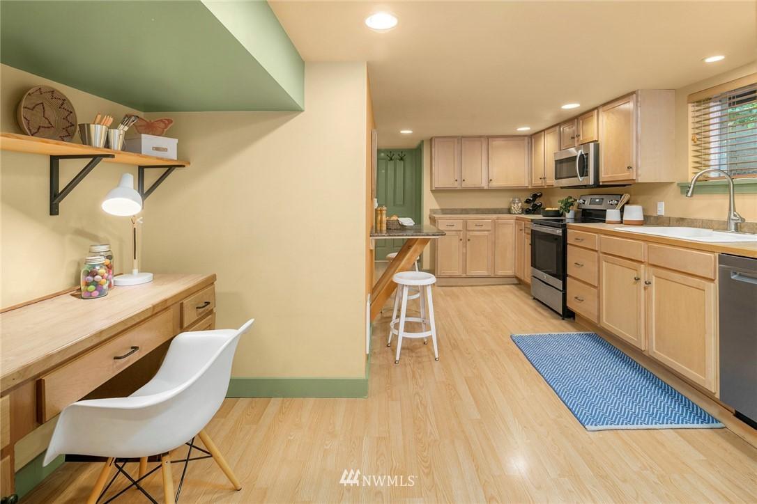 Sold Property   1918 10th Avenue W Seattle, WA 98119 28