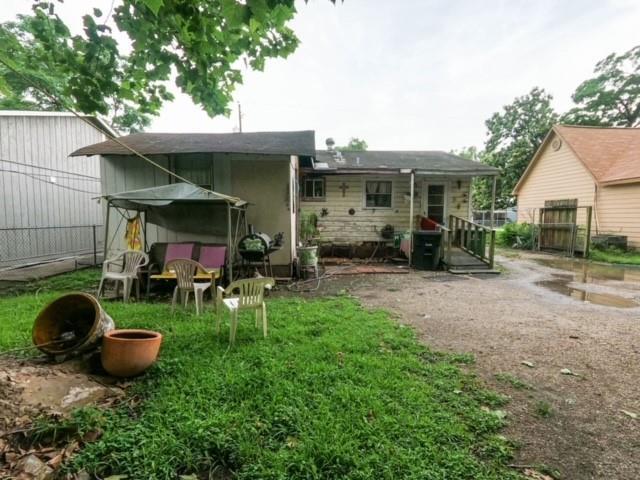 Pending | 2305 Melbourne Street Houston, Texas 77026 4