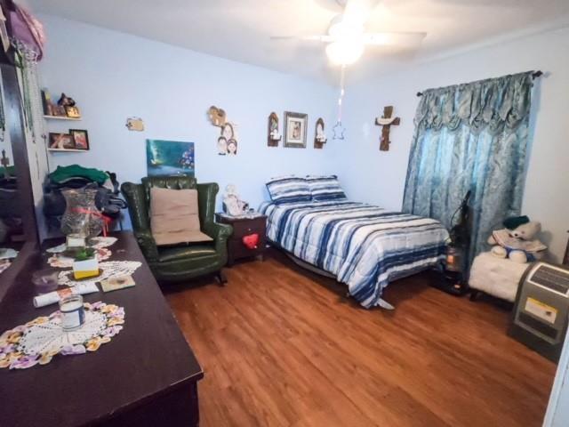 Pending | 2305 Melbourne Street Houston, Texas 77026 5