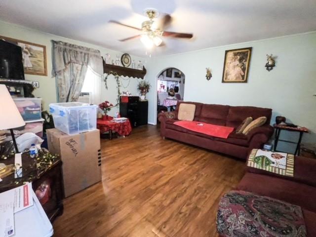 Pending | 2305 Melbourne Street Houston, Texas 77026 7