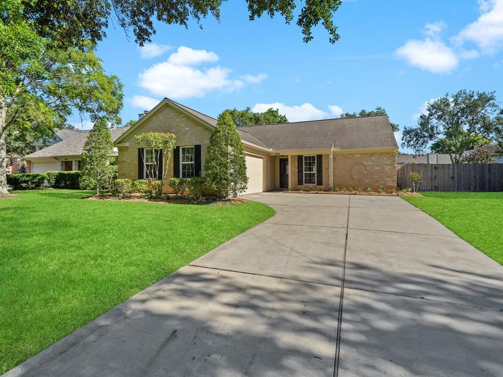 Pending | 3230 Lakefield Way Sugar Land, Texas 77479 1