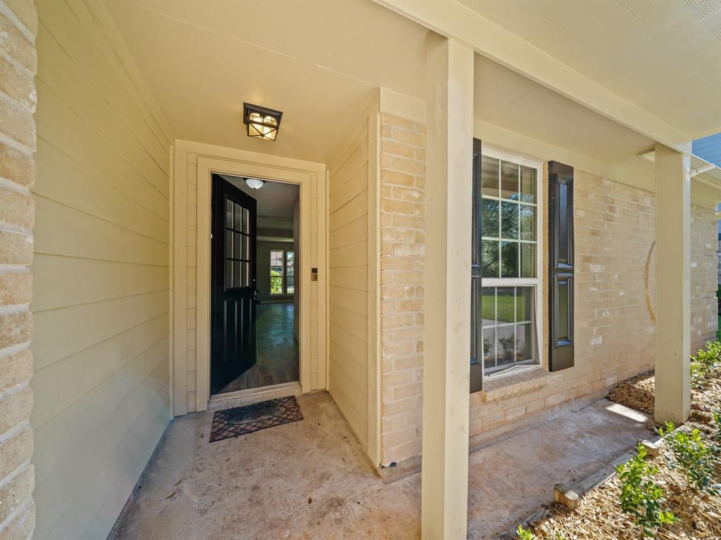 Pending | 3230 Lakefield Way Sugar Land, Texas 77479 3