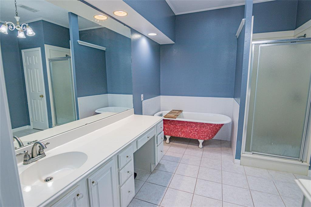 La Grange Willman Estate. House & Acreage-Paradise Found!   2040 W Guenther Lane La Grange, Texas 78945 10