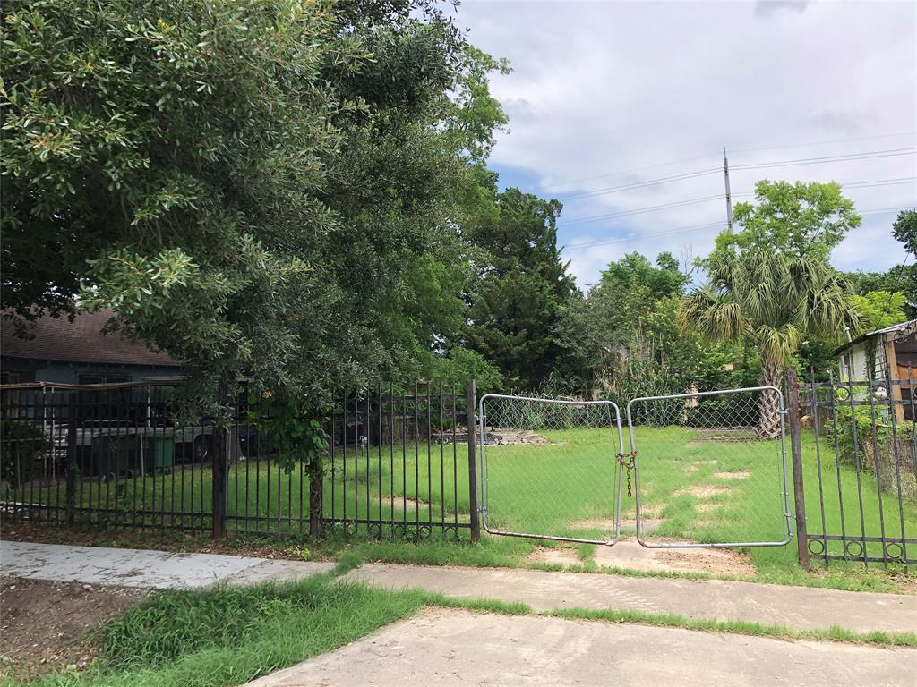Active   2308 Gano Street Houston, Texas 77009 2