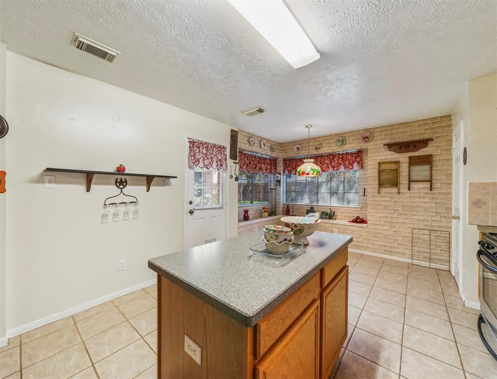 Pending | 15138 Red Cedar Cove Lane Cypress, Texas 77433 12