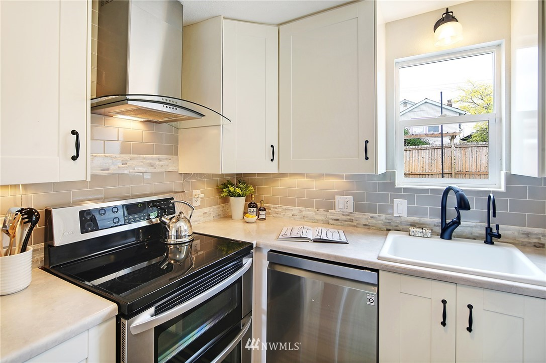 Sold Property | 7354 12th Avenue NW Seattle, WA 98117 8