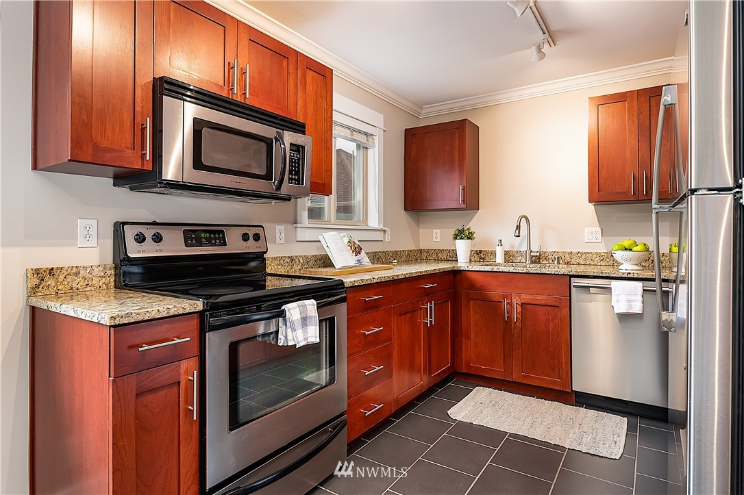 Sold Property | 1430 NW 59th Street #302 Seattle, WA 98107 4
