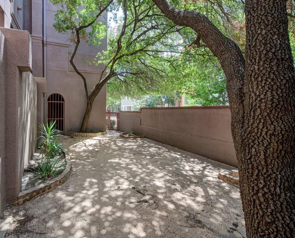 Pending   2509 Pearl Street #7 Austin, TX 78705 19