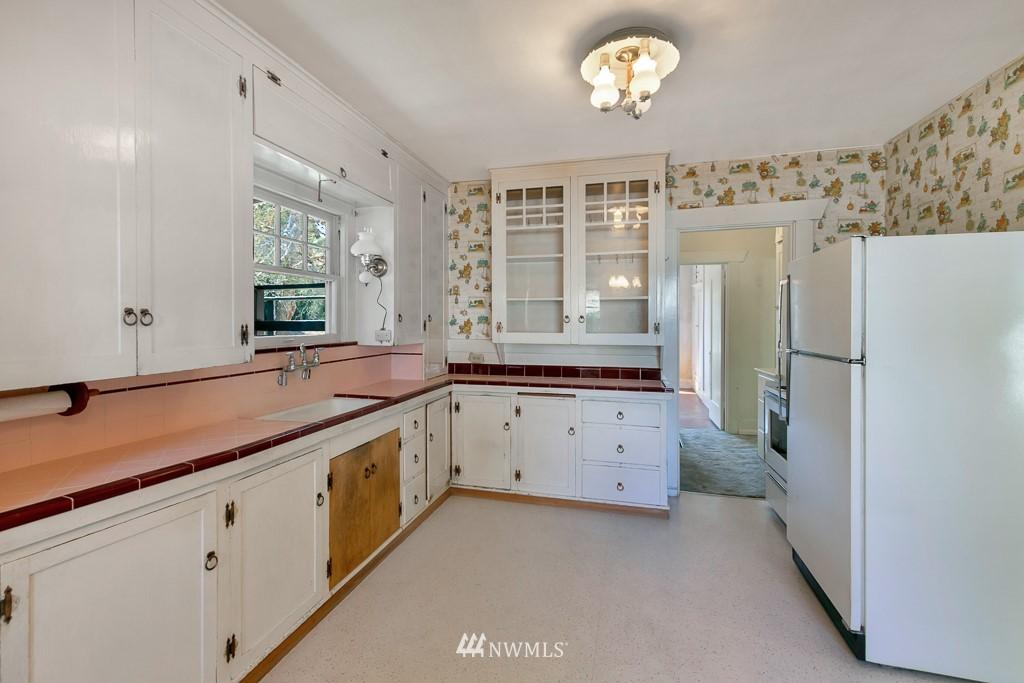 Sold Property | 8438 12th Avenue SW Seattle, WA 98106 6
