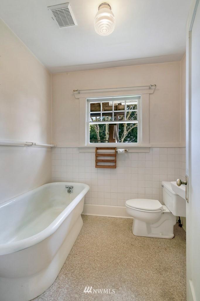 Sold Property | 8438 12th Avenue SW Seattle, WA 98106 9