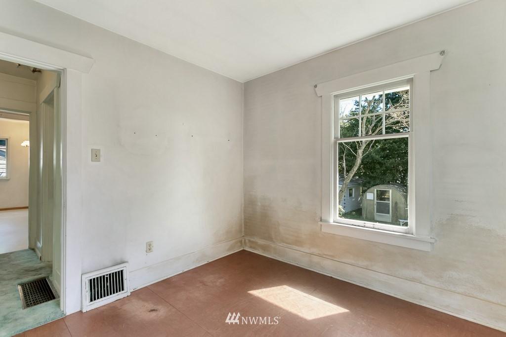 Sold Property | 8438 12th Avenue SW Seattle, WA 98106 14