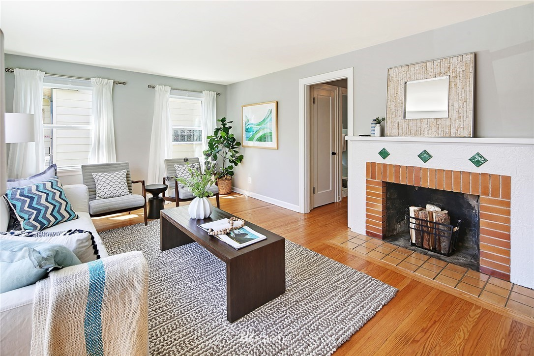 Sold Property   8027 12th Avenue NW Seattle, WA 98117 3