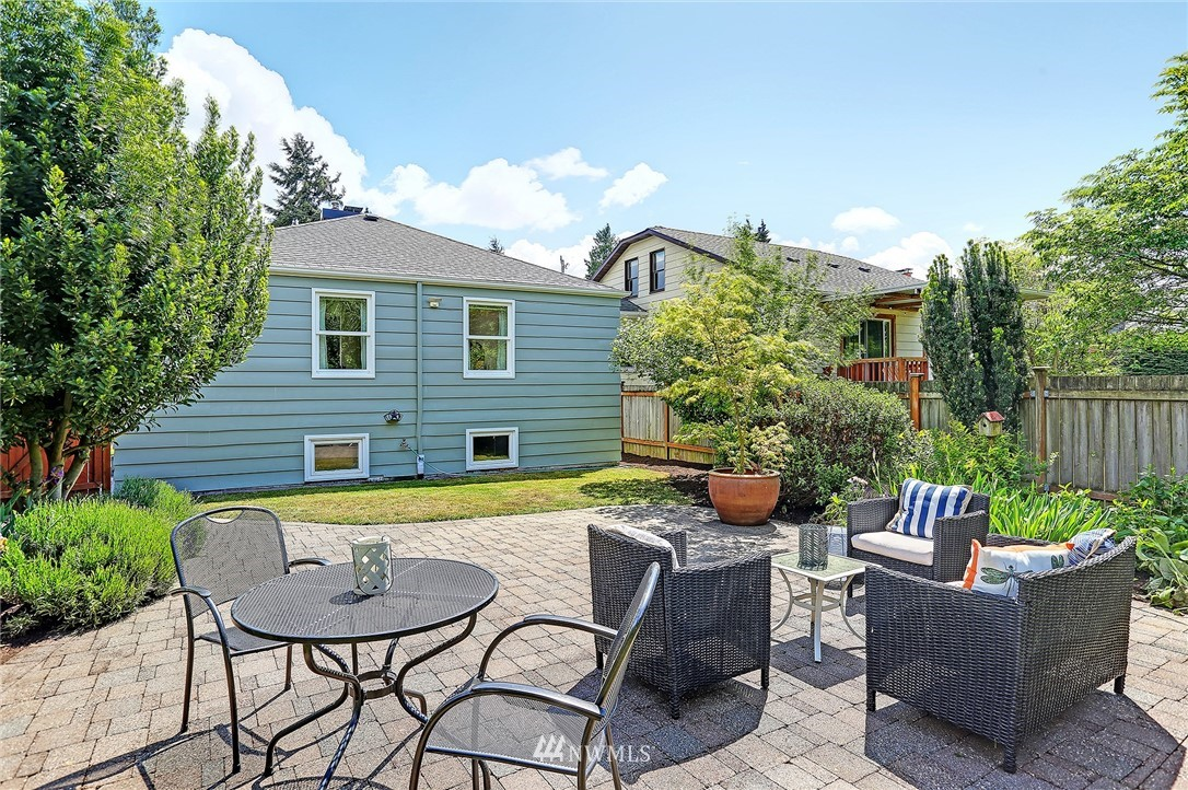 Sold Property   8027 12th Avenue NW Seattle, WA 98117 16